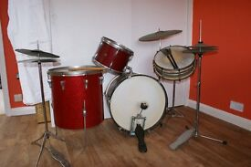 DRUMKIT, snare, bass drum, cymbles etc