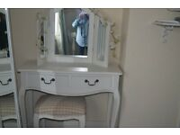 White shabby chic dressing table