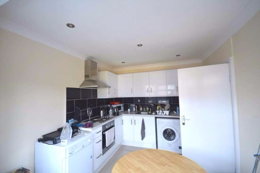 3 double bedroom first floor apartment in Plaistow, - INCLUDING COUNCIL TAX WATER RATES.