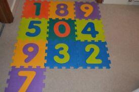 Floor play mat