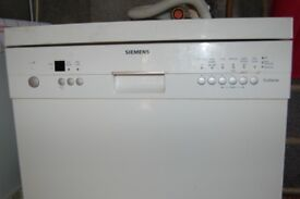 Siemens free-standing dishwasher 9000 in full working order with manual