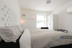 1 bedroom flat in St. Mary's Road, London, E13 (1 bed) (#1152677)