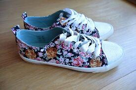 Cute flowery trainers, women, size 40 UK 7, new
