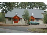 Superior semi-detached luxury 3 Bed cottage with serviced double garage in Tomatin