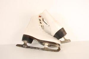 Patins de fantaisie pour femme de marque CCM modele Pirouette grandeur 10 (a017017)