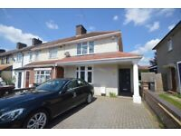 Modern 3 bedroom House 2 large double rooms and one large single room a very spacious lounge