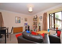Lovely bright and spacious one bedroom apartment located a short walk away from Balham station!