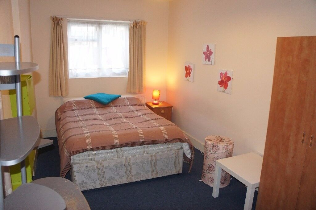 double rooms availble in clean and tidy place , contact me on pls