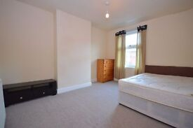 **SHORT TERM LET POSSIBLE**VERY SPACIOUS**FULLY FURNISHED**NEAR ST JAMES HOSPITAL