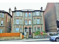 3 bedroom flat in Church Road, Hendon, NW4