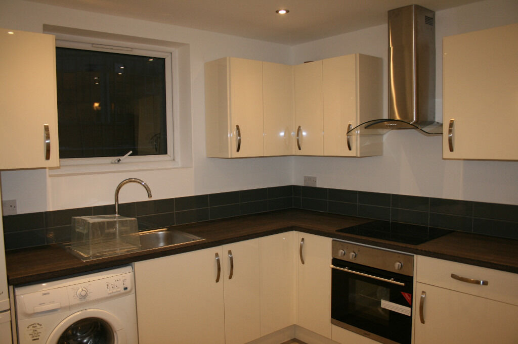 Homerton E9. Newly Refurbished & Redecorated 3 Bed (no reception room) Furnished/Unfurnished Flat