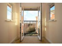 ! ! ! EXCLUSIVE 2 BED BARKING APARTMENT WITH PARKING AVAILABLE NOW TO LET ! ! !