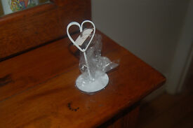 20 Cream heart metal place card holders two designs never used