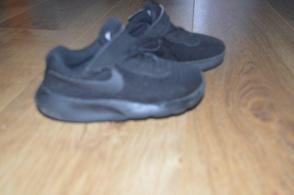 Boys Nike shoes. Size 8.5