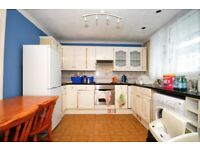 **HUGE 3 BED FLAT RECENTLY FURBISHED IN POPLAR. STUDENTS AND FAMILIES WELCOME. DSS ACCEPTED**