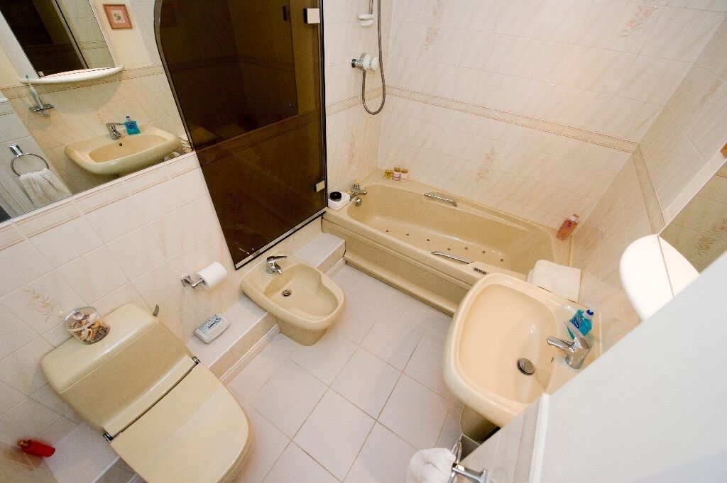 Armitage Shanks Bathroom Suite in Ivory, including ...