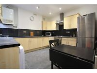 *BEAUTIFUL 2 BEDROOM* (*Ellison Rd*)