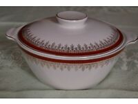 Alfred Meakin 'Royalty' Bone China Vegetable Dish with Lid in Pristine Condition.
