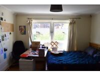 CENTRAL(3 MIN AWAY FROM LIDLE ON NICHOLSON ST) - HUGE BEDROOM - MAY/JUNE/JULY - 430£ p/m INC BILLS
