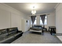 1 bedroom in Palace Court, London, NW3 (#813597)