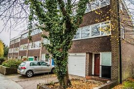 Spacious & newly decorated 4 bedroom terraced house with 2 bathrooms, granny's studio, West Ealing