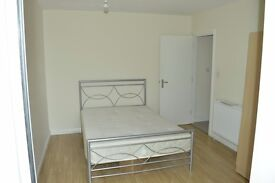 +++++A LARGE ONE BED FLAT NEXT TO BARKING STATION+++++READY NOW++++++