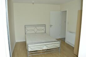 +++++A LARGE TWO BED FLAT NEXT TO BARKING STATION+++++READY NOW++++++