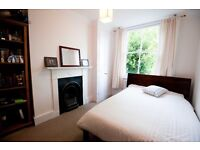 """Kingsize Oak Warren Evans """"Sunday"""" bed with 2 x matching underbed storage boxes"""