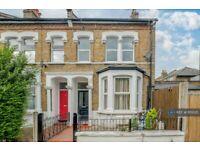 2 bedroom flat in Gowlett Road, London, SE15 (2 bed) (#1151025)