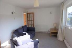 2 bedroom flat in Cairns Road, Bristol