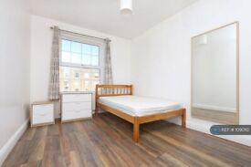 4 bedroom flat in Cheviot House, London, N16 (4 bed) (#1090112)