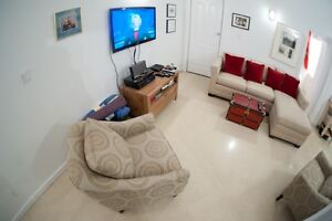 HUGE 2Bed/1Bath- 1000sq.ft. –12 ft. Ceilings- Minutes from DT