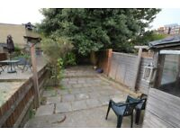 *** AN AMAZING 2 BEDROOM HOUSE FOR RENT IN EAST CROYDON **** AVAILABLE NOW ***