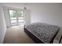 REFURBISHED THREE DOUBLE BEDROOM APARTMENT in a superb location offering excellent links to Central.