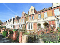Top floor period 1 bedroom apartment located in Catford with bills included