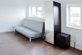 #*# Lovely modern room with a private en suite bathroom in Acton/Chiswick area #*#
