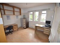 4 Self contained studio/desk space for artist/creatives in Hackney