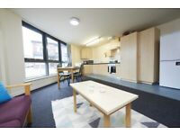 STUDENT ROOM TO RENT MANCHESTER. ROOM WITH OWN BATHROOM, A 3/4-SIZED BED AND A SIZEABLE WARDROBE