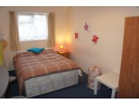 DOUBLE ROOM AVAILBLE IN LOVELY ITALIAN HOME , COME AND GET IT AVAILBLE SOON