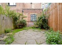 Spacious 3 double bed, 2 bathroom, private garden and communal garden in Hackney Road