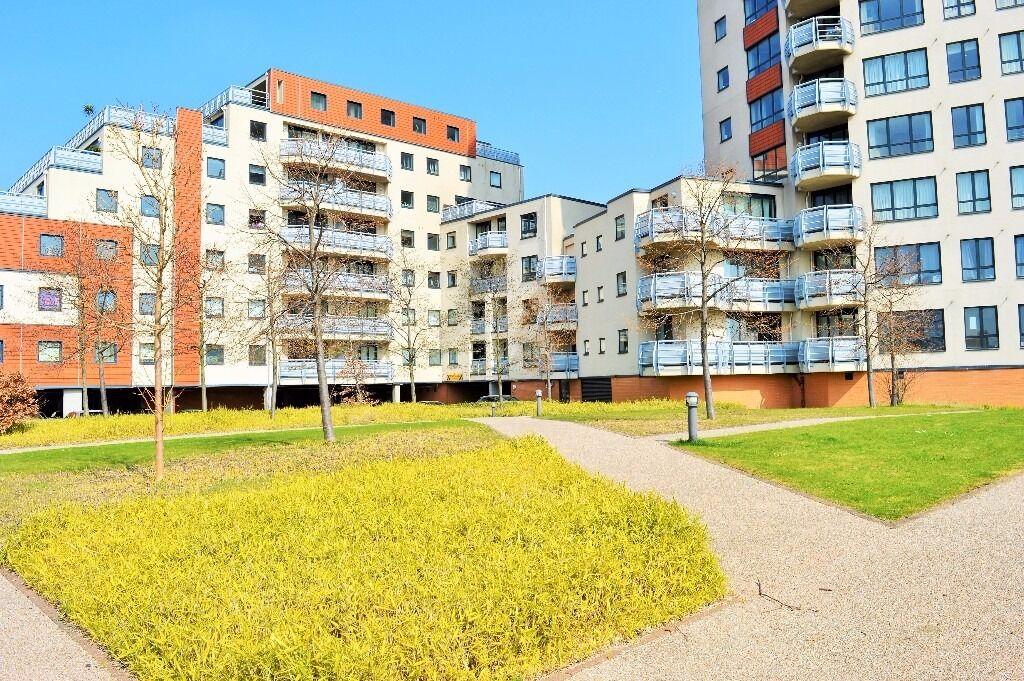 CALL IMMEDIATELY - SPACIOUS THREE BEDROOM APARTMENT IN PONTOON DOCK E16, EXCEL