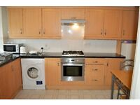 IDEAL FOR QM STUDENTS - THREE DOUBLE BEDROOM FLAT FOR RENT IN MILE END