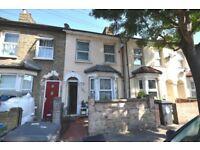 Spacious Three Double Bedroom House In Leyton5 Minute Walk To Leyton