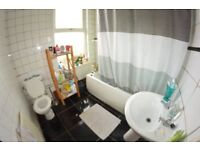 3 Bedrooms in Royal Park View, Leeds, LS6 1HN