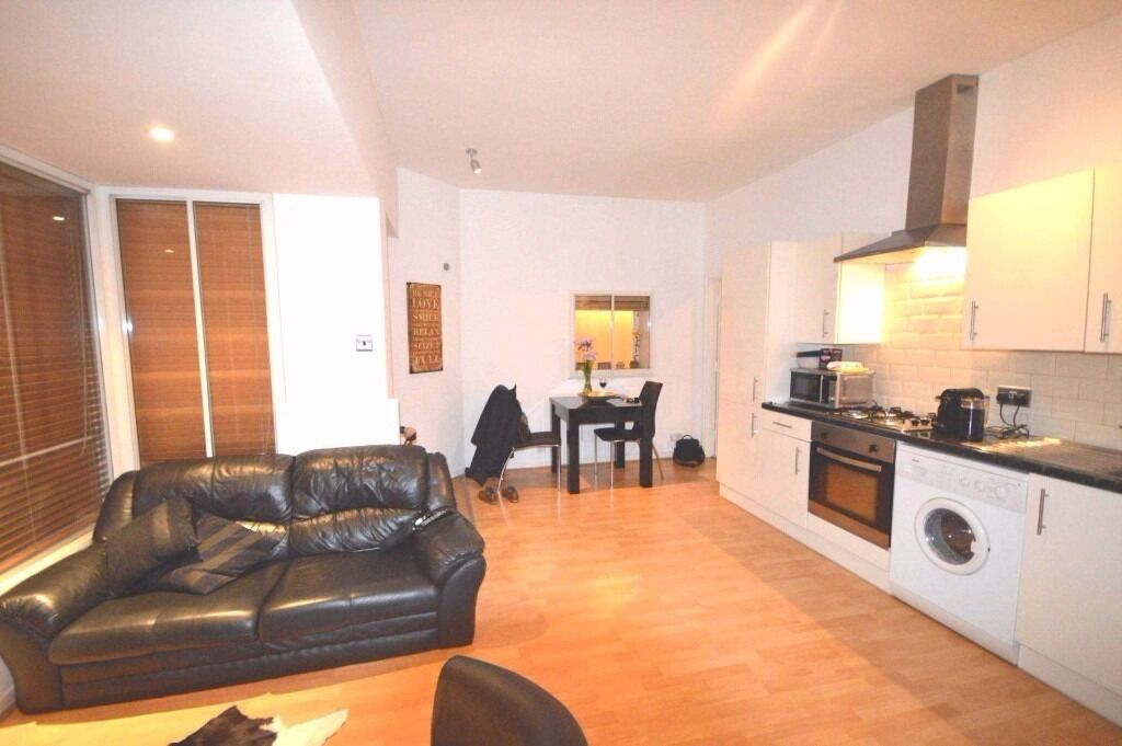 one bedroom apartment in Limehouse, easy reach thanks to the Limehouse DLR Line.