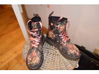 DrMartens ladies boots Size 4