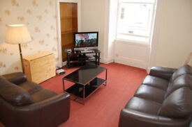 3 Double bedrooms- Central flat in Dalry Road/ Haymarket HMO licence for 3 persons