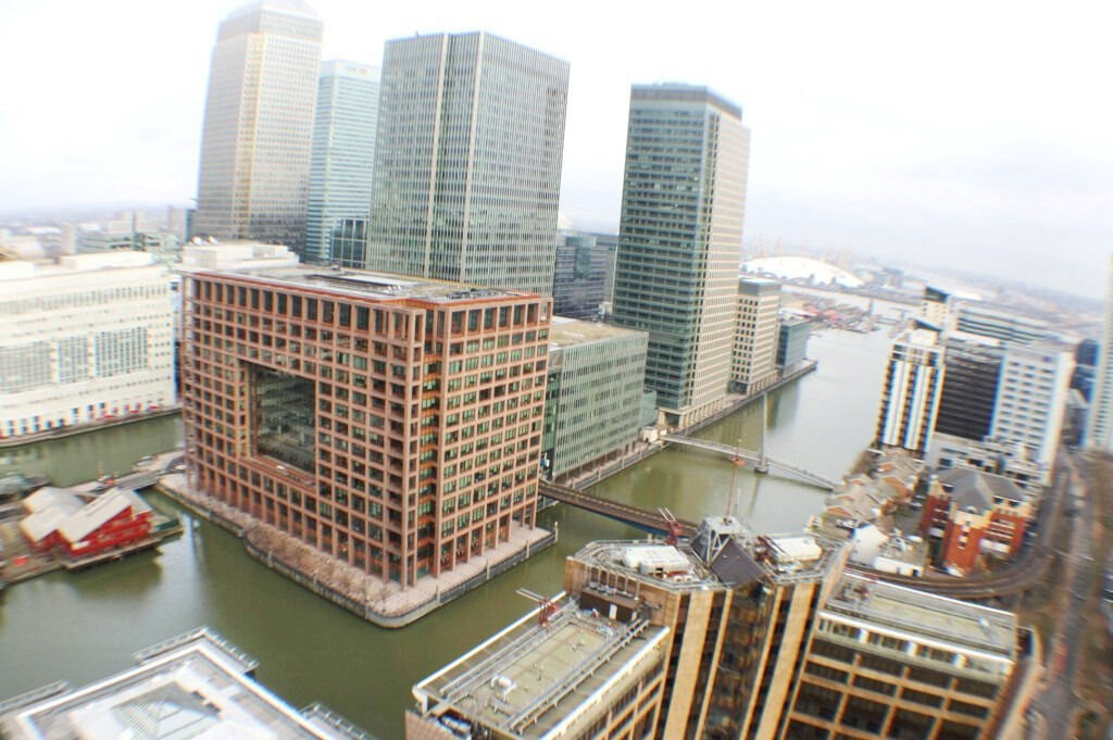 30th floor 2 bed flat in the iconic Landmark East Tower situated in the heart of Canary Wharf