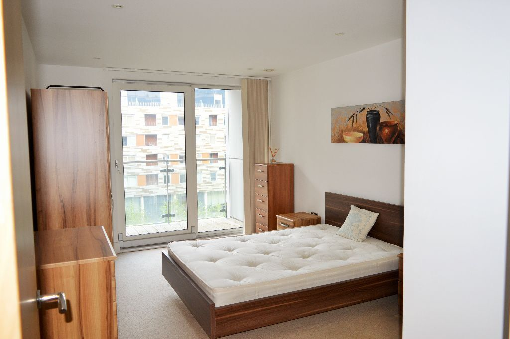 AVAILABLE NOW **DOUBLE BED LUXURY APARTMENT AVAILABLE NOW IN CANARY WHARF, PAN PENINSULA
