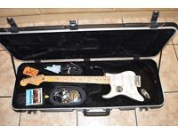 Fender Stratocaster Left-Handed + Accessories